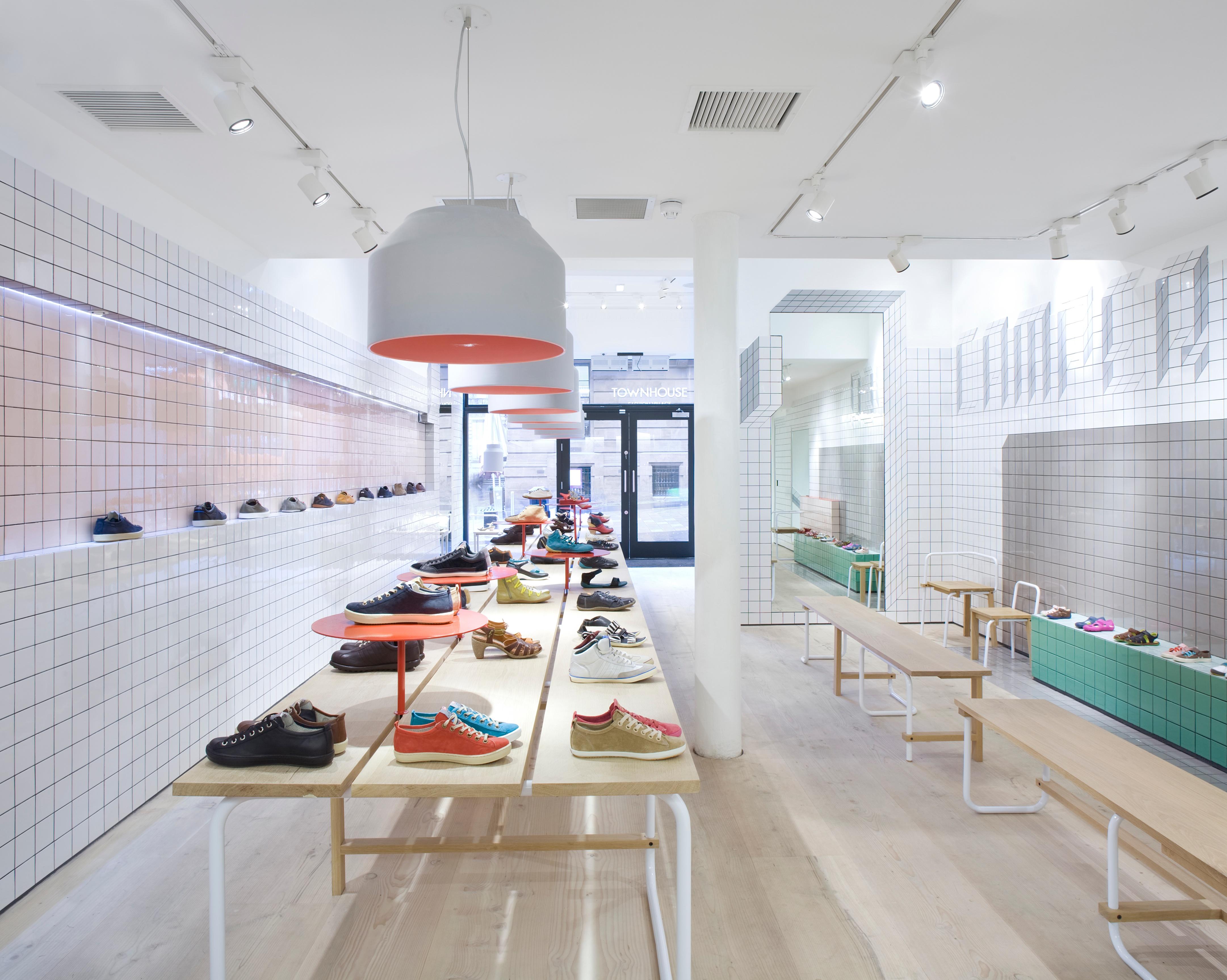 5 maneras para llamar la atenci n grupo ias for Diseno de interiores locales comerciales