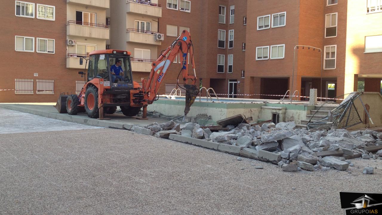 Demolición piscina urbanizacion puentelarra