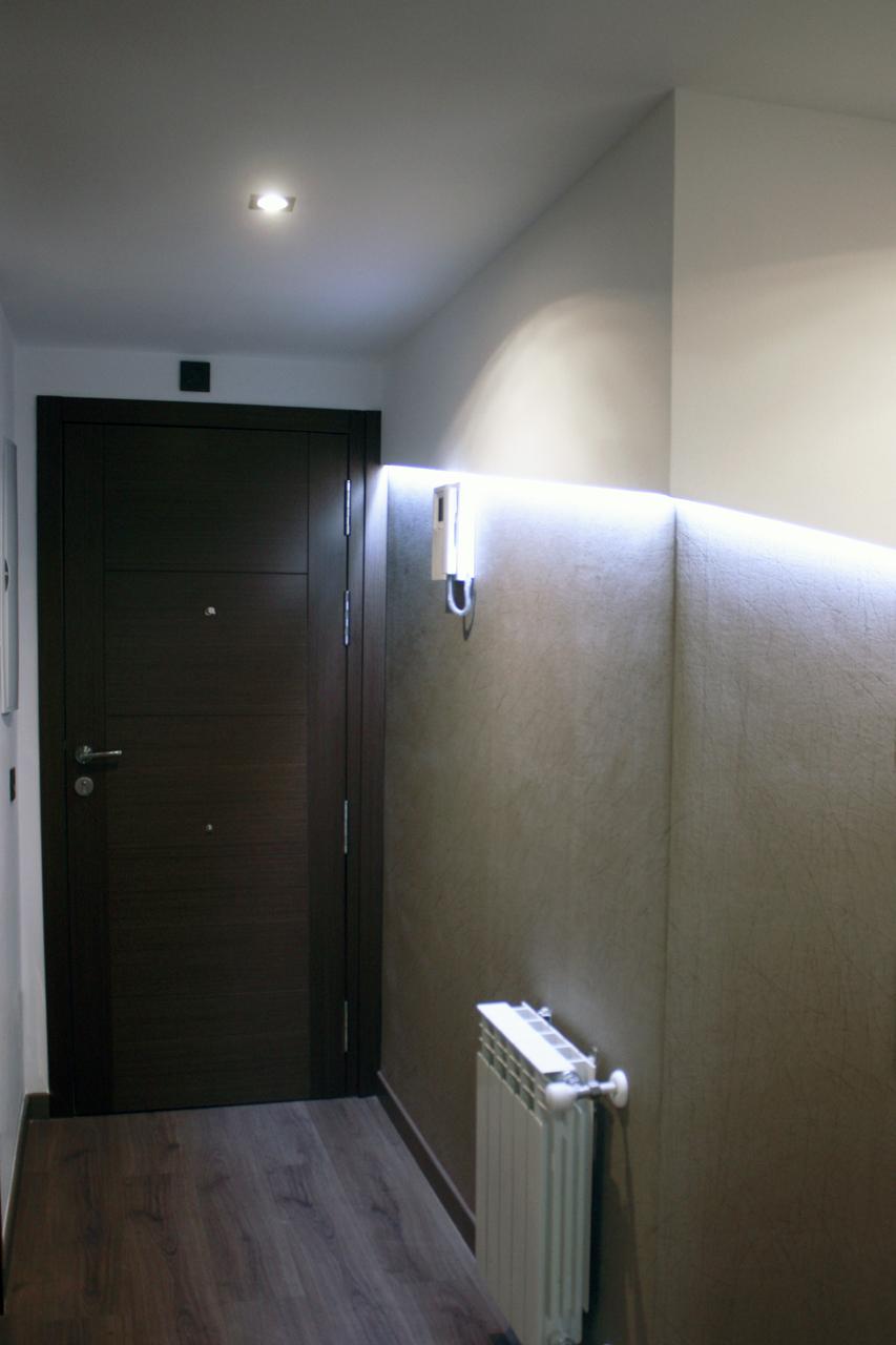 Fotograf as obra finalizada vivienda sanchinarro grupo ias - Iluminacion de pasillos ...